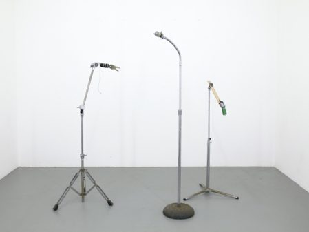 Jared Ginsburg. Music stands, motors and various objects, dimensions variable (height: 149 cm)