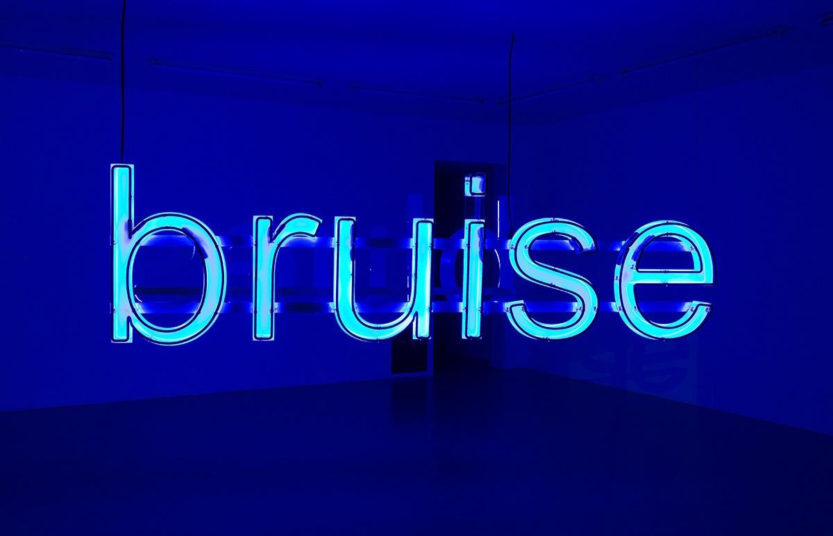 Glenn Ligon, Untitled (Bruise/Blues), 2014. Neon, 310 x 86.5cm