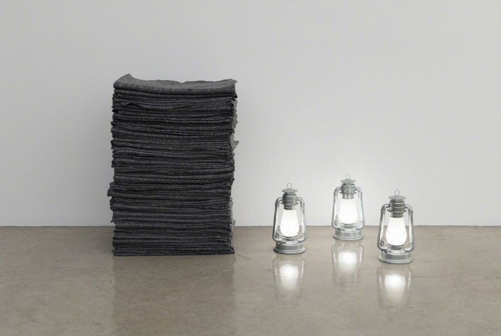 Meschac Gaba, Memoriale aux Refugies Noyees- Memorial for Drowned Refugees, 2016. Blankets, three lamps 100 × 140 × 140 cm